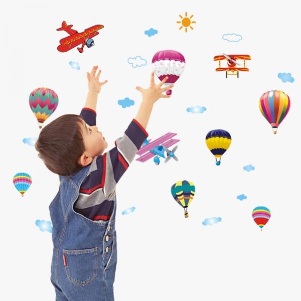 Sticker perete pentru camera copilului - Baloane si avioane 2