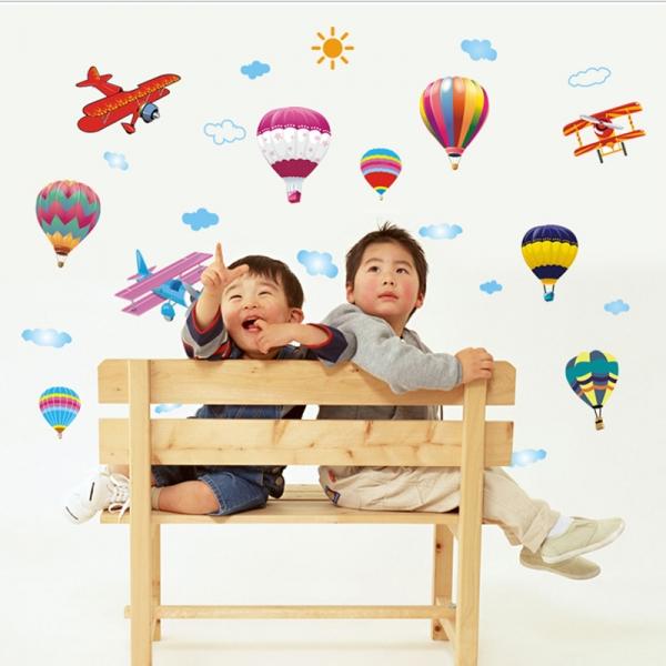 Sticker perete pentru camera copilului - Baloane si avioane 0