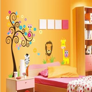 Autocolant decorativ - Copac carliontat si animalute3
