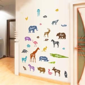 Autocolant educativ  - Siluetele animalelor si denumirea lor - 65x60 cm3