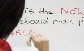 Folie autocolanta de tip whiteboard - ideal pentru proiectii - culoare alba - 137x100 cm1