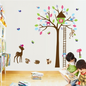 Sticker decorativ copii - Casuta din padure1