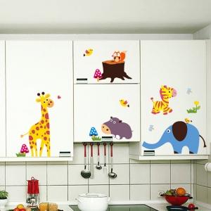 Sticker decorativ - Maimute in copaci, elefant si girafa2