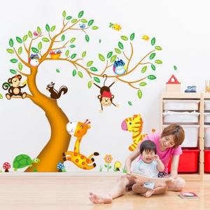 Sticker perete copii - Copac cu elefant stropitor1