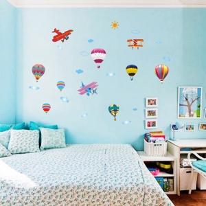 Sticker perete pentru camera copilului - Baloane si avioane3