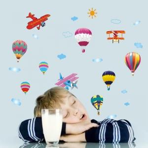 Sticker perete pentru camera copilului - Baloane si avioane4