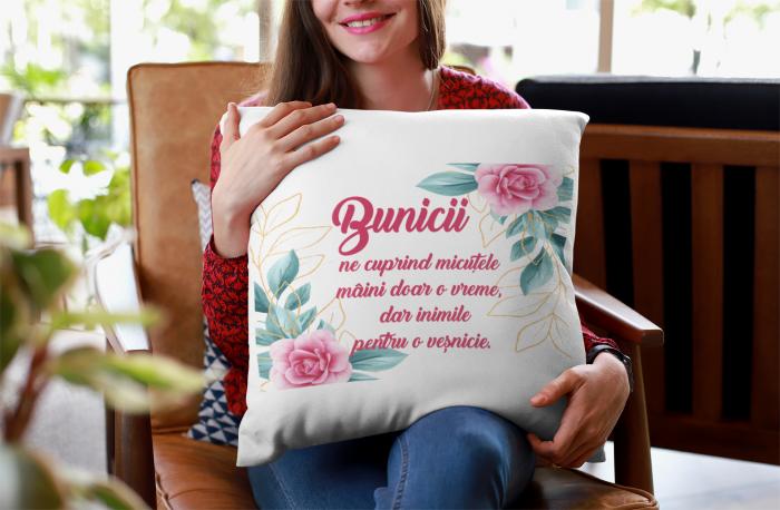 Perna patrata personalizata cu mesajul - Bunicii ne cuprind 0