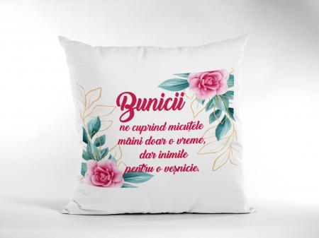 Perna patrata personalizata cu mesajul - Bunicii ne cuprind1