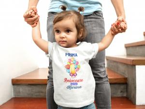 "Tricou alb de copii personalizat cu mesajul ""Prima aniversare"" [1]"