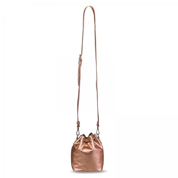 Poseta Kristy mini bucket cu bareta de mana si bareta de umar reglabila, din piele laminata auriu-roze 1