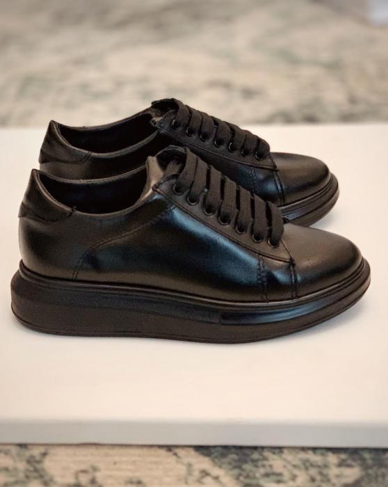Pantofi cu talpă groasă realizati din piele naturala neagra 0