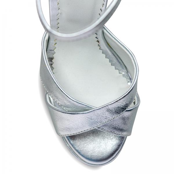 Sandale cu platforma, din piele laminata argintie 3