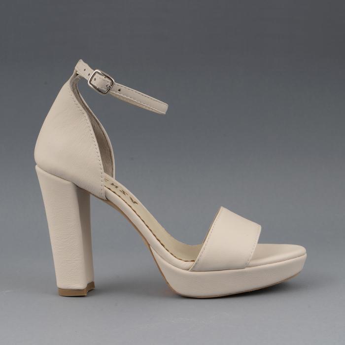 Sandale din piele naturala alb-unt, cu bareta deasupra gleznei, si toc gros 0