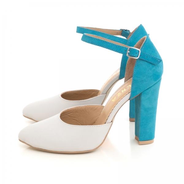 Pantofi din piele intoarsa albastru deschis si piele gri deschis, cu varf ascutit si decupaj interior si exterior 1