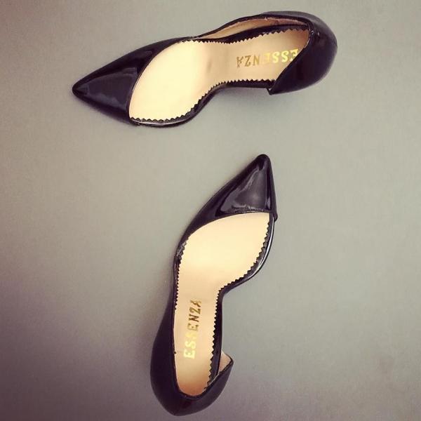 Pantofi stiletto din piele lacuita neagra cu decupaj adanc pe interior si exterior 0