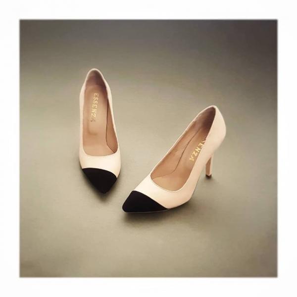 Pantofi stiletto, din piele intoarsa nude roze cu varf din piele intoarsa neagra. [0]