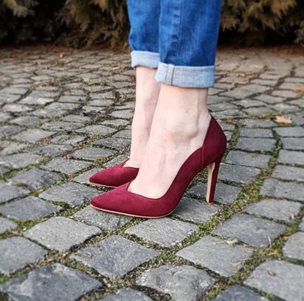 Pantofi stiletto cu decupaj interior, din piele intoarsa visinie 0
