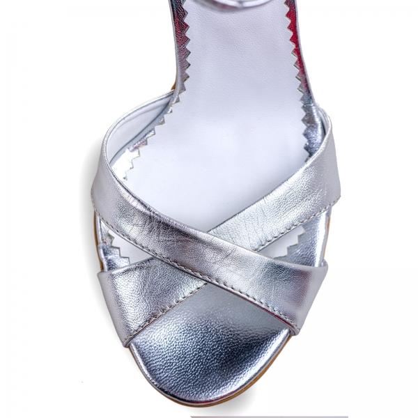 Sandale din piele laminata argintie 3