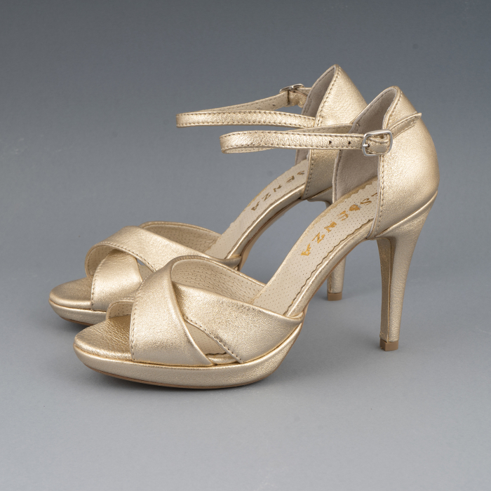 Sandale cu platforma, din piele laminata aurie 1