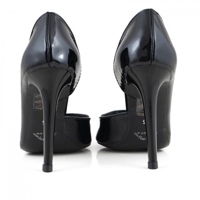 Pantofi stiletto, cu decupaj interior, din piele lacuita neagra 3