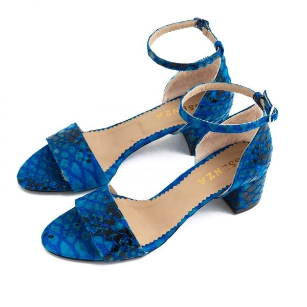 Sandale din piele albastra lacuita 2