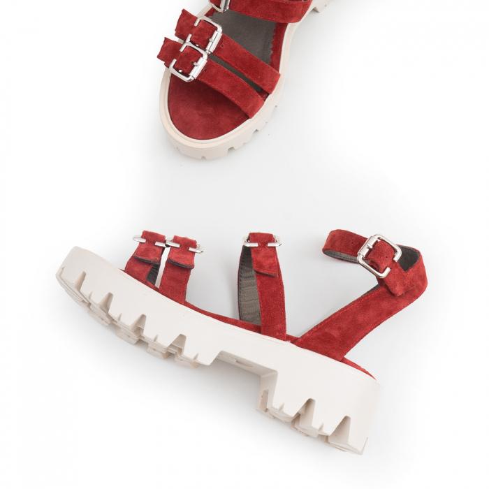 Sandale cu talpa groasa si barete cu catarame, din piele intoarsa rosu burgund. 2