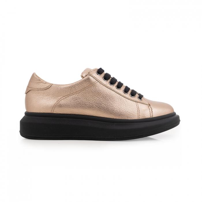 Pantofi cu talpă neagra groasă, realizati din piele naturala aurie 0