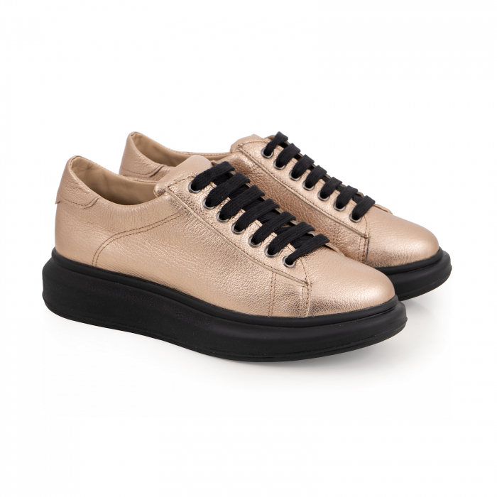 Pantofi cu talpă neagra groasă, realizati din piele naturala aurie 1