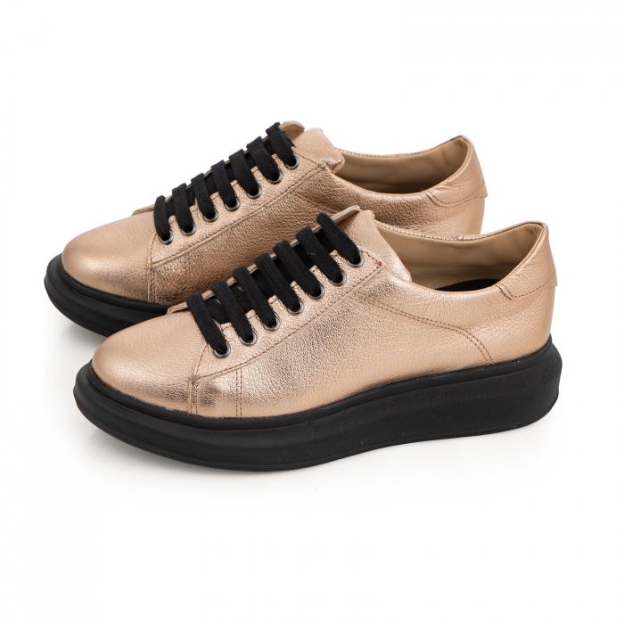 Pantofi cu talpă neagra groasă, realizati din piele naturala aurie 2