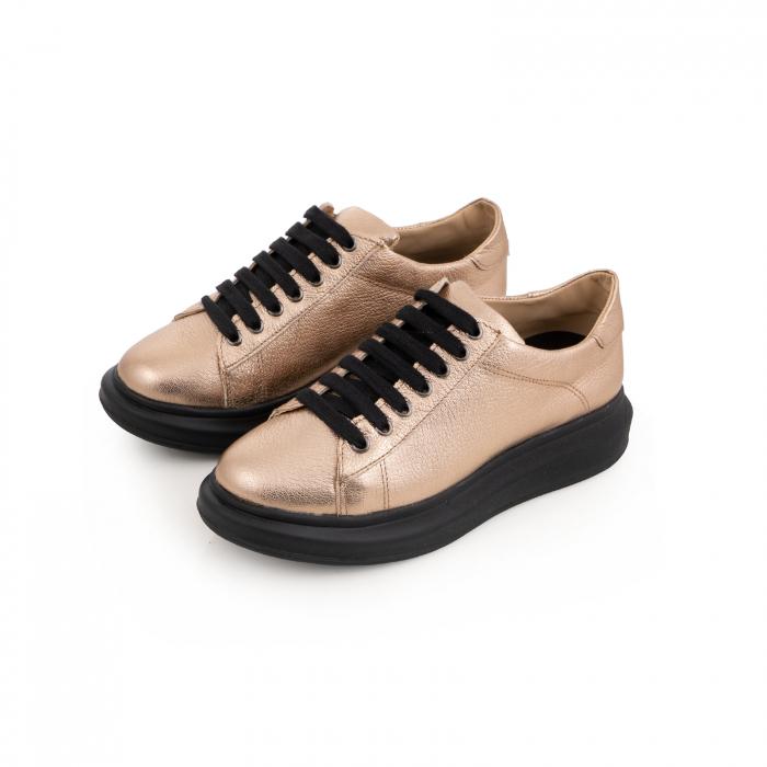 Pantofi cu talpă neagra groasă, realizati din piele naturala aurie 3