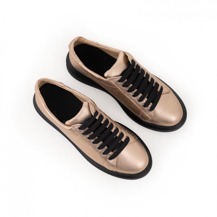 Pantofi cu talpă neagra groasă, realizati din piele naturala aurie 4