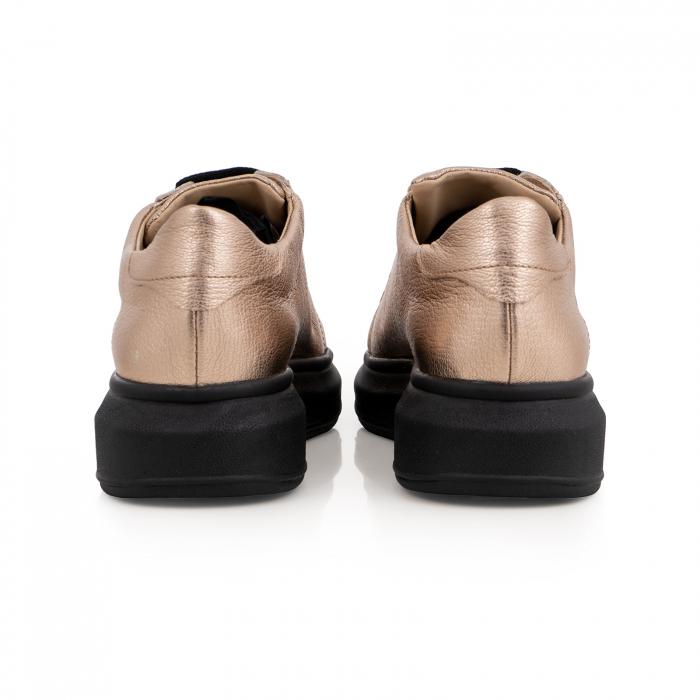 Pantofi cu talpă neagra groasă, realizati din piele naturala aurie 5