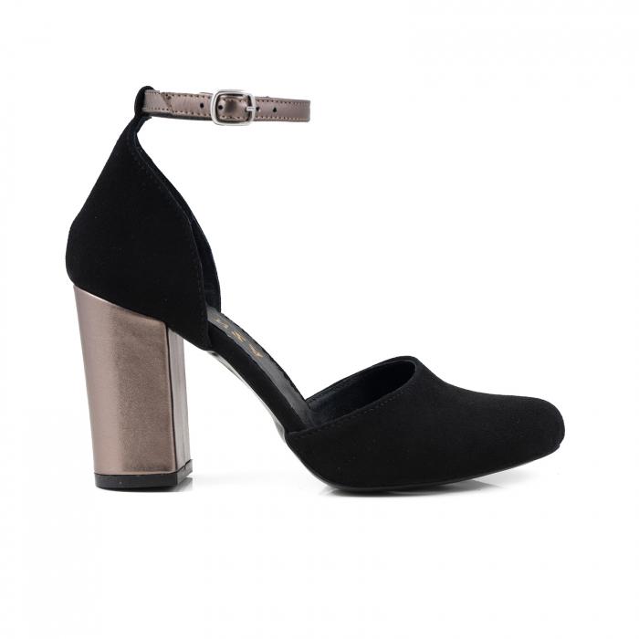 Pantofi cu varf rotund cu decupaj si bareta la calcai, din piele intoarsa neagra si piele laminata broz 0