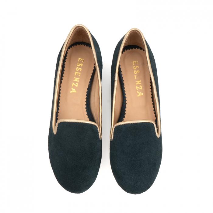 Pantofi confortabili si foarte usori, relizati din piele naturala intoarsa verde inchis, cu paspol decorativ auriu [1]