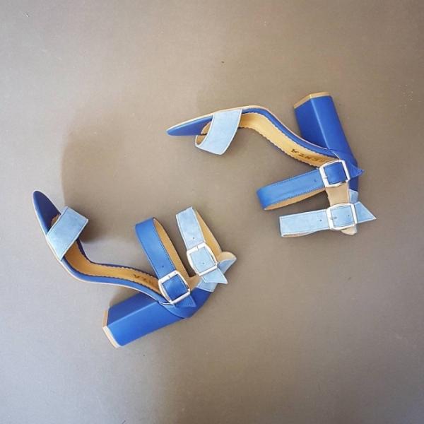 Sandale cu toc gros, din piele albastra 0