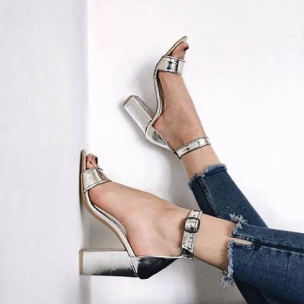 Sandale cu toc gros din piele argintie 0