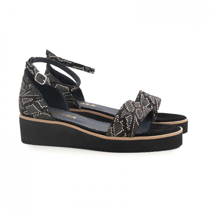 Sandale din piele naturala intoarsa neagra si piele cu imprimeu 1