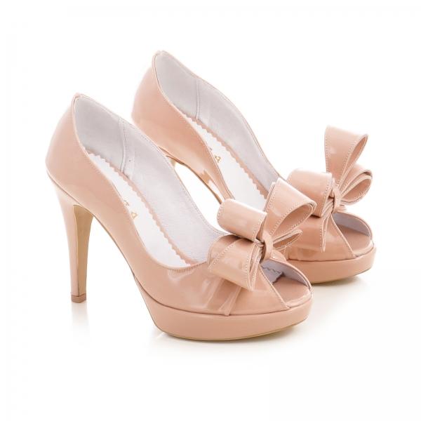 Pantofi din piele lacutia crem, cu funde supradimensionate 1
