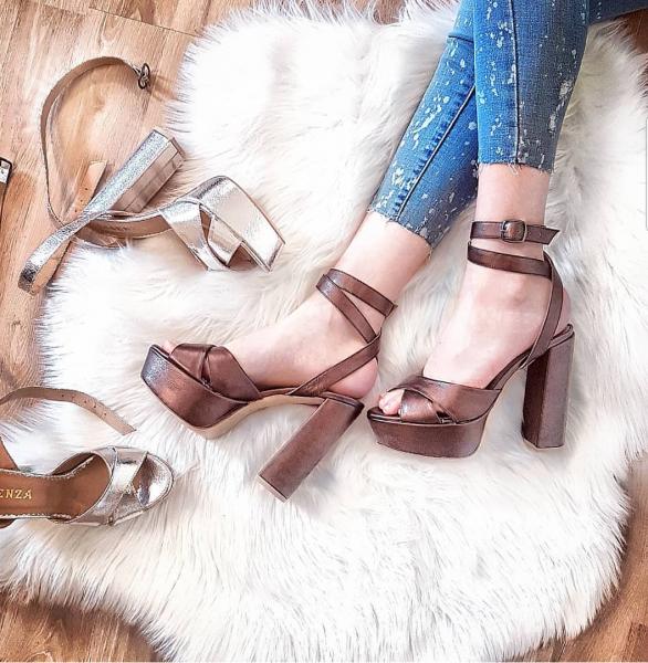 Sandale cu toc gros si platforma, din piele metalizata maron 0