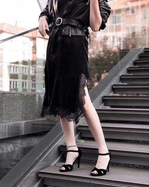 Sandale din catifea neagra 2