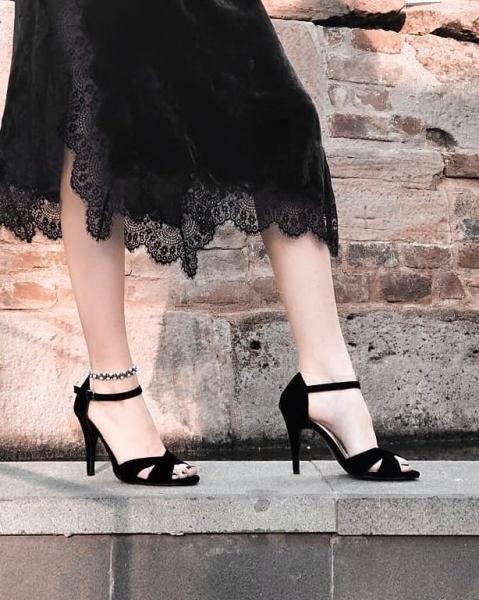 Sandale din catifea neagra 0