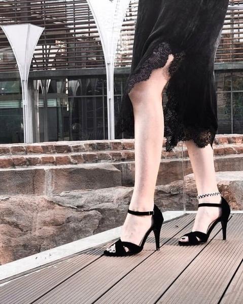 Sandale din catifea neagra 1