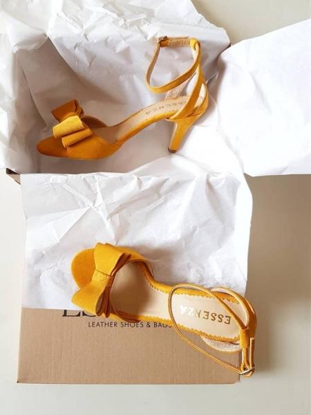 Sandale din piele intoarsa galbena, cu funde duble [0]
