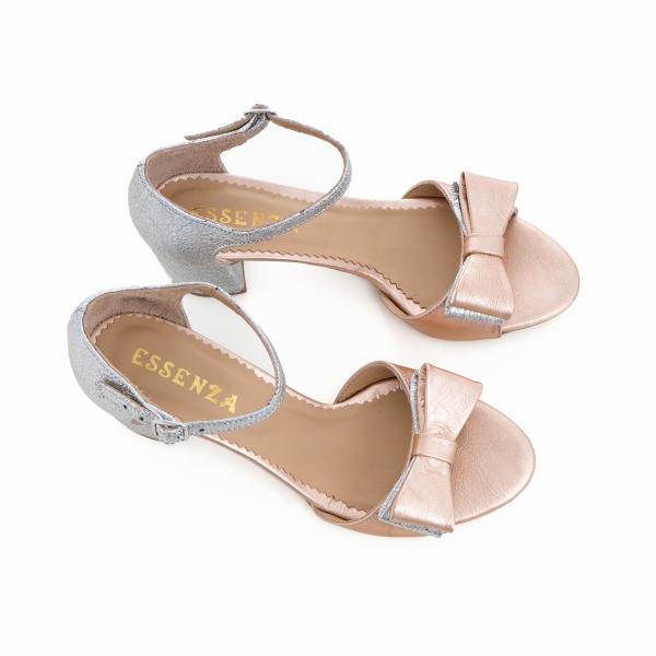 Sandale din piele laminata argintie si roze, cu funde duble. 4
