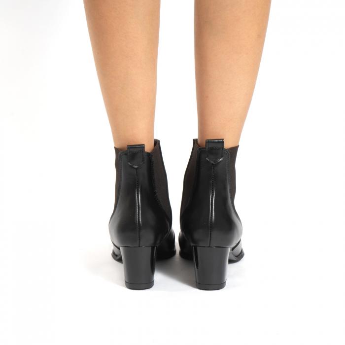 Ciocate scurte,  cu elastic, din piele naturala neagra 4