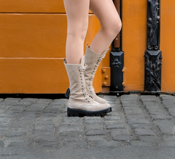 Combat Boots din piele intoarsa crem 1