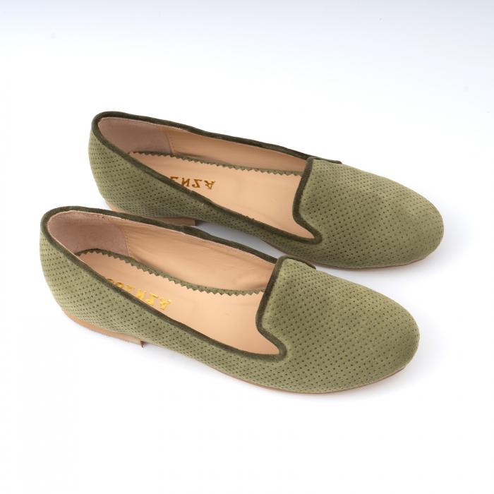 Pantofi confortabili si foarte usori, relizati din intoarsakaki cu perforatii 2