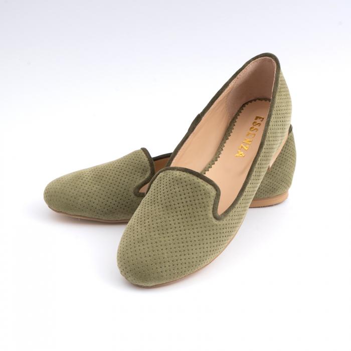 Pantofi confortabili si foarte usori, relizati din intoarsakaki cu perforatii 3