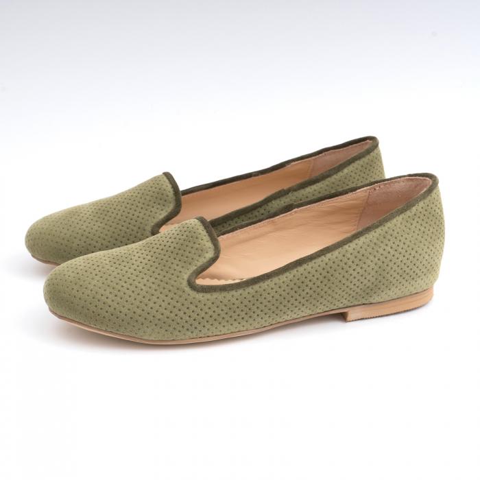 Pantofi confortabili si foarte usori, relizati din intoarsakaki cu perforatii 1
