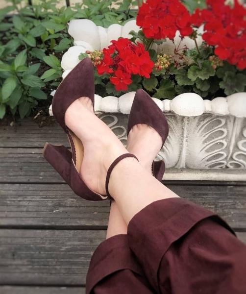 Pantofi cu decupaj interior si exterior. din piele intoarsa visinie 0